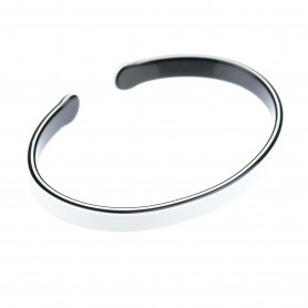 Medium size oval shape Bracelet in White and black