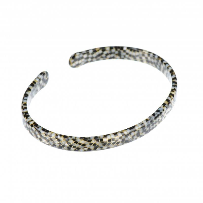 Medium size oval shape Bracelet in Opera shiny finish