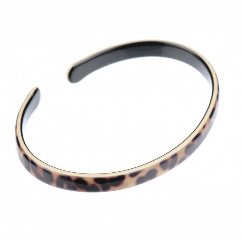 Medium size oval shape Bracelet in Leopard shiny finish